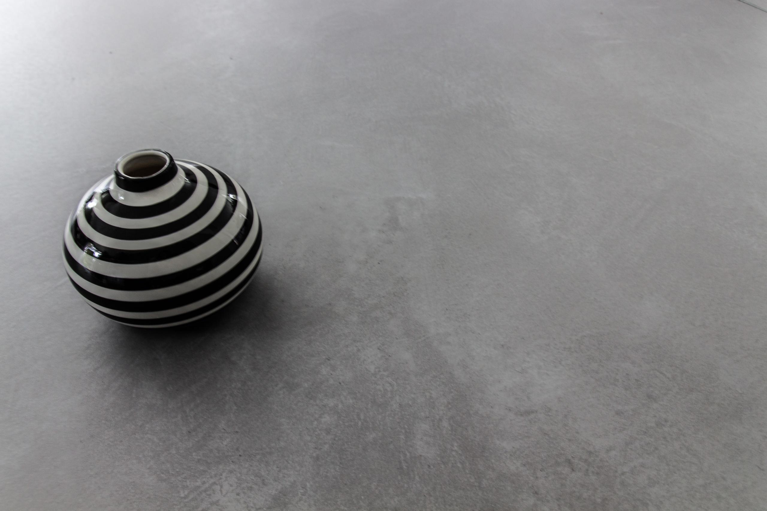 Frescolori Maranzo Boden mit Vase